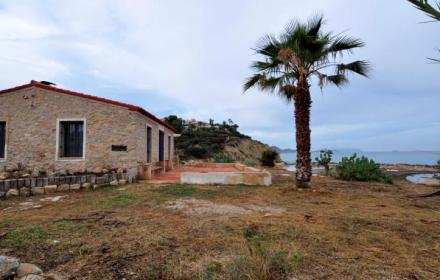 Reduced price-bargain property in El Campello.