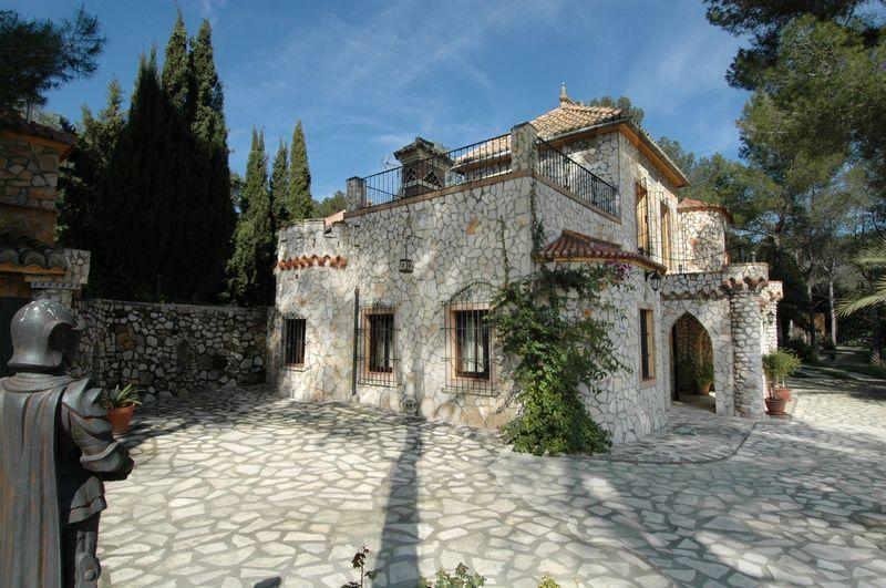 Villas / Townhouses for Sale at Luxury Country House - Finca for sale in Jativa Jativa, Spain