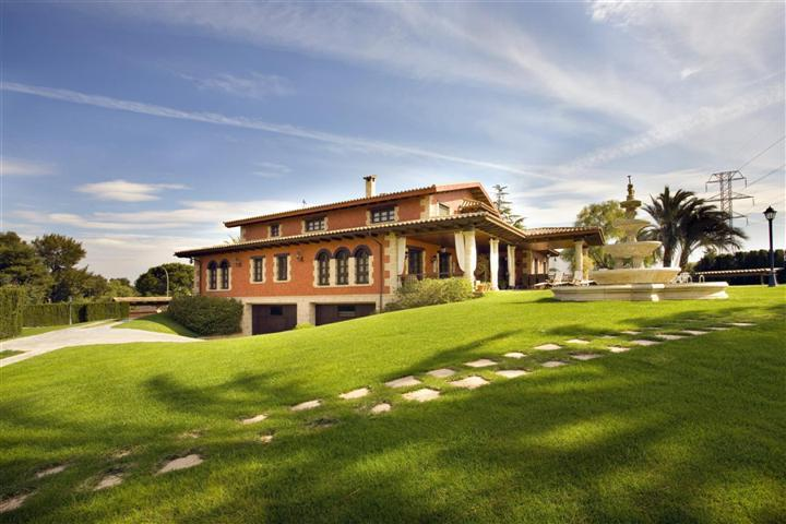 Villas / Townhouses for Sale at Luxury Villa for sale in Torrente Santa Apolonia Torrente, Spain