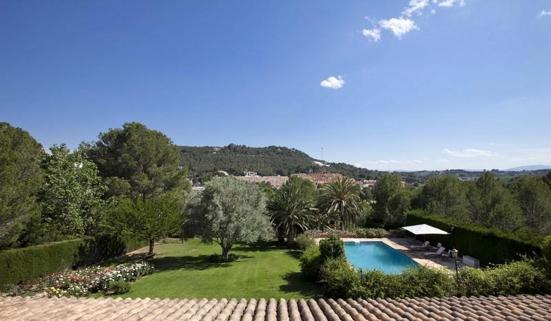 Property Of Villa for sale in Chiva El Bosque