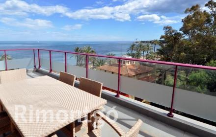 Penthouse with impressive views and direct access to the beach in Denia.