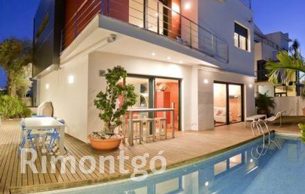 Magnificent, modern-styled villa located in the Condomina residential area in San Juan, Alicante.