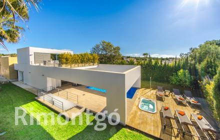 Villa with luxury facilities for sale in La Guardia Park, Javea.
