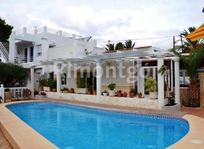Hotel for sale in Bassetes, Calpe, Alicante and Costa Blanca