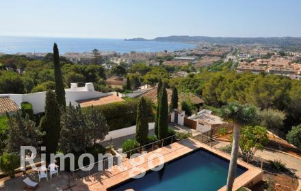 Beautiful designer villa, located in the prestigious area of La Corona in Jávea, Alicante.