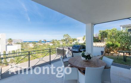 Splendid villa with views of the sea and the Montgó for sale in Jávea.