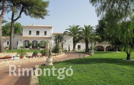 Classic style home with a pool in the heart of Javea.