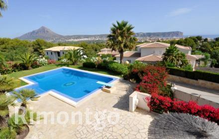 Elegant property in a totally private area of Jávea on the Costa Blanca.
