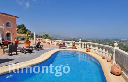 Luxury villa located in the La Sella Golf residential area, near Dénia, Alicante.