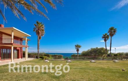 Very luxurious and private home with impressive views of the sea in Dénia, Alicante.