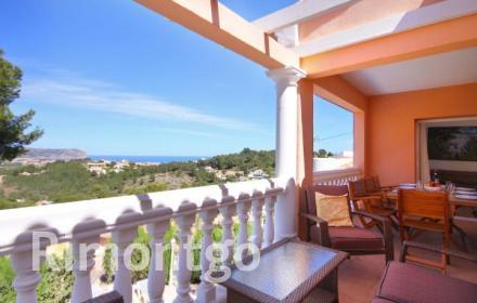 Mediterranean style villa in Adsubia, Jávea, Alicante, with charming swimming pool and sea views.