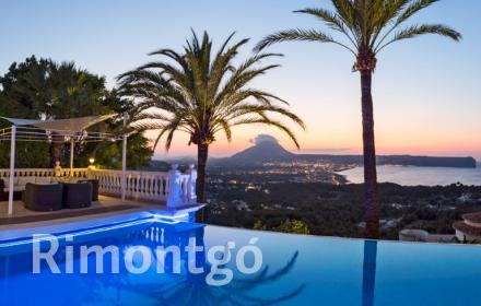 Elegant, luxurious property located in the Portichol area in Jávea, Alicante.
