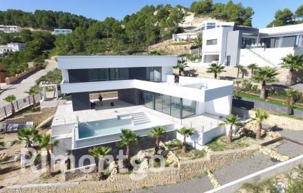Modern design villa with views of the valley in the Costa Blanca.