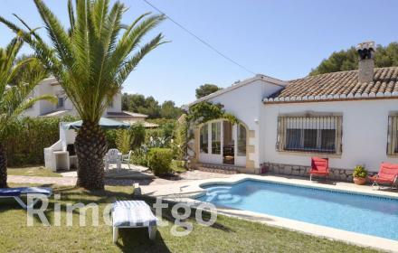 Beautiful house with a pool and a barbecue in the town of Javea.