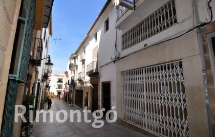 Business premises in the old town of Javea.