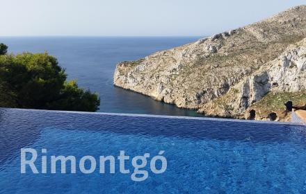 Villa with a swimming pool and dream-like views, located in Granadella, Javea.