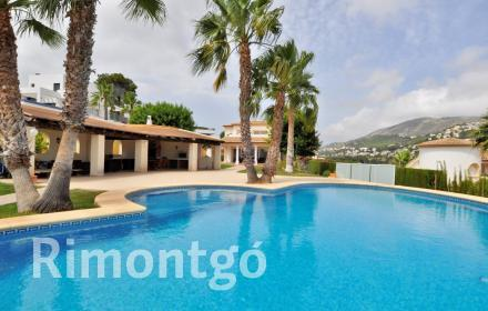 Spectacular villa with excellent installations in Moraira.