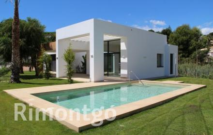 Villa with pool for sale in Javea.