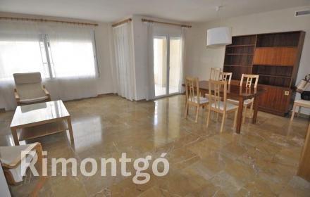 Spacious duplex apartment in the town of Jávea.