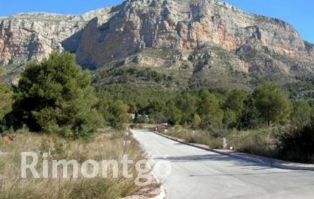 Outstanding plots on the hillside of Montgó in Jávea, Alicante, close to the town and the beaches.