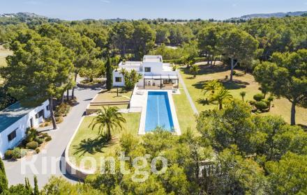 Spectacular property of a modern style in Javea.