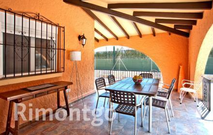 Pretty villa located close to the well-known Arenal beach in Javea.