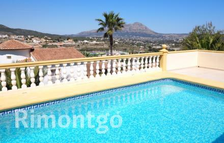Villa with guest apartment in Benitachell, close to the beach.