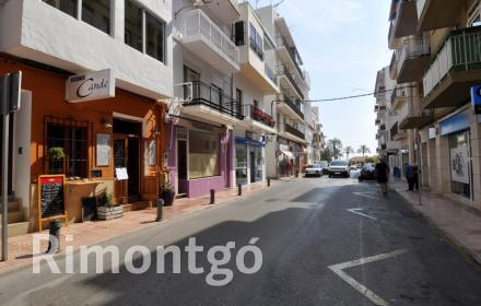 Business premises located in the centre of the Port of Jávea, close to all services.