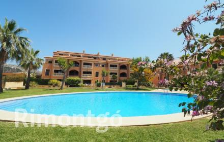 Apartment with terraces and communal pool in Jávea.