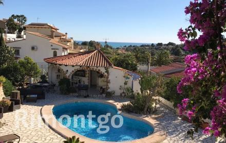 Villa with independent apartment and swimming pool in Benissa.