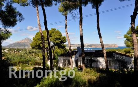 Spacious plot with views in Javea.