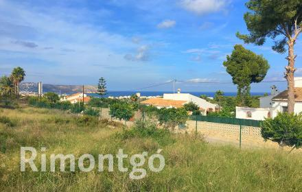 Plot with sea views in Javea.