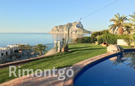 Villa with views on the beachfront for sale in Benissa, Alicante.