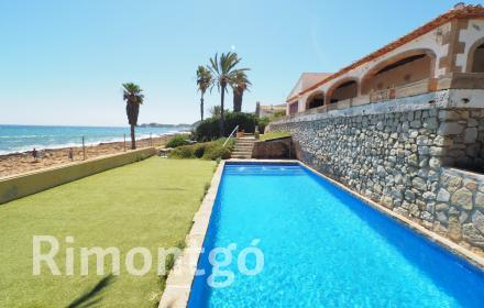 Beachfront villa for sale in the Arenal, Javea.