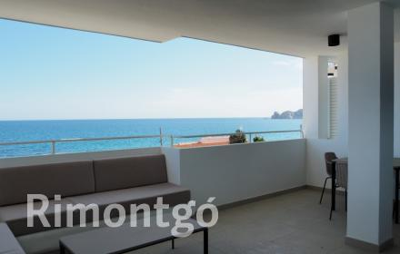 Charming flat located opposite the Montañar II beach in Jávea, Alicante.