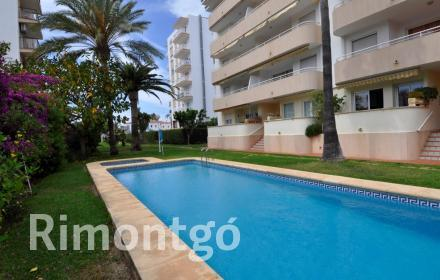 Apartment with communal pool for sale next to the Arenal, Jávea.
