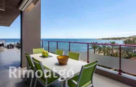 Beachfront penthouse apartment for sale in Dénia.