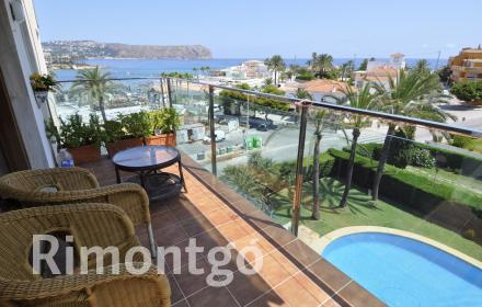 Apartment with communal pool for sale offering sea views in Javea.
