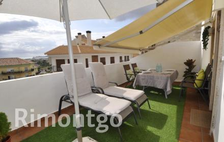 Building comprising a ground-floor space and a property for sale in Javea.