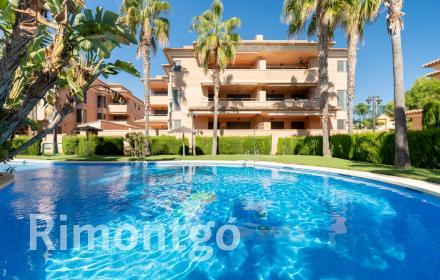 Apartment next to the sea for sale in Javea.
