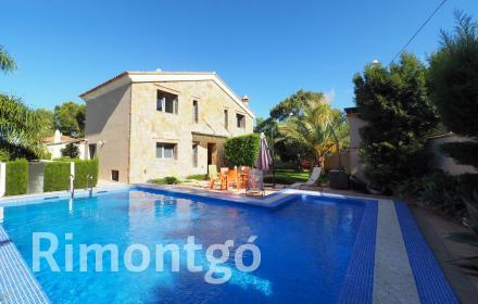 Villa with views of the Montgó for sale in Tossal Gross, Denia.