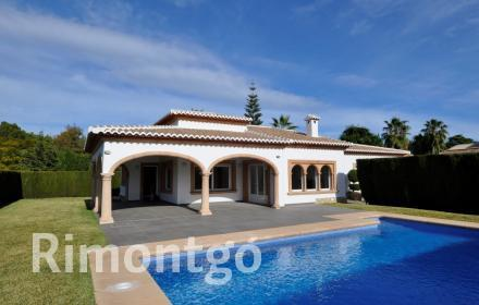 Villa with pool for sale in La Guardia Park, Javea.