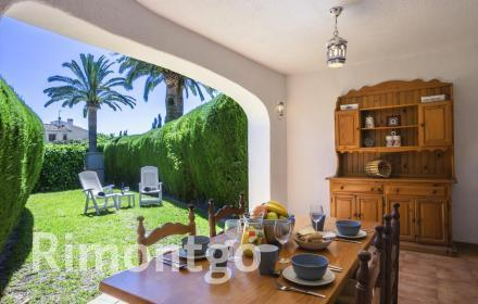 Semi-detached house for sale in Jávea, next to the Arenal beach.