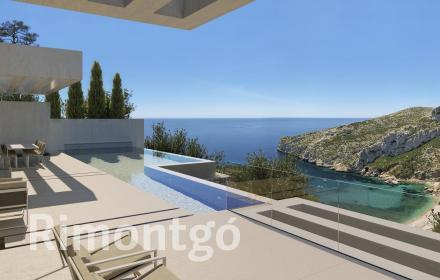 Villa for sale with a building project and sea views in Jávea.