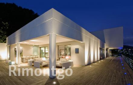 Luxury villa with golf views for sale in Dénia.