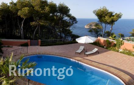 Luxurious villa with views over the Mediterranean Sea in Jávea, Alicante.