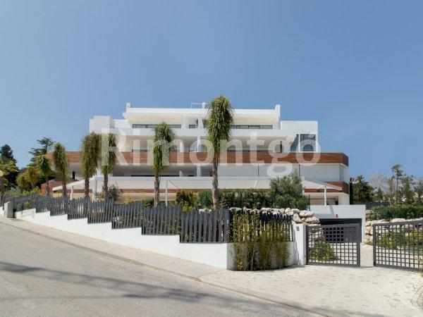 Apartment for sale in Marbella Golden Mile, Malaga and Costa del Sol