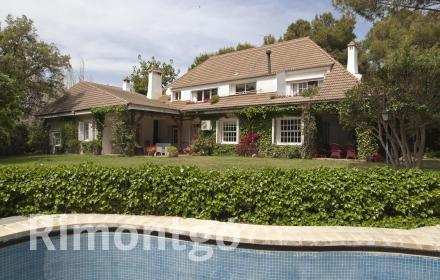 Designer villa with excellent facilities in Santa Bárbara, Rocafort.