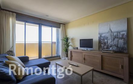 Bright apartment for rent with views in Valencia.