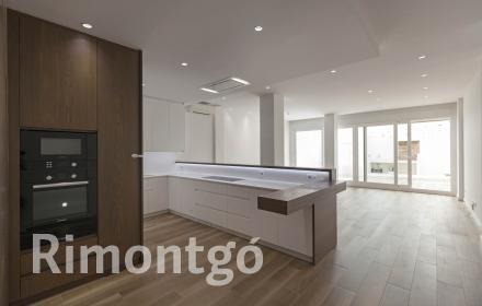 Brand-new renovated flat for rent in the centre of Valencia.